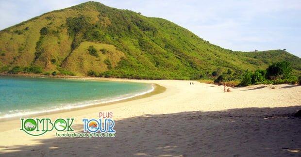 Wisata Pantai Mawun Lombok