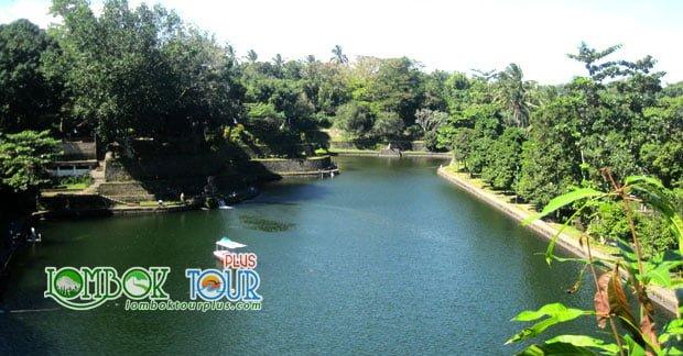 Pesona Taman Narmada Lombok Yang Harus Anda Kunjungi