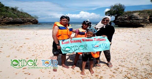 Snorkeling di Pantai Pink Lombok