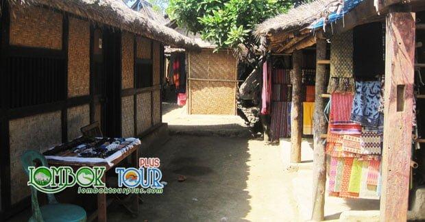 Rumah adat Desa Sade Lombok