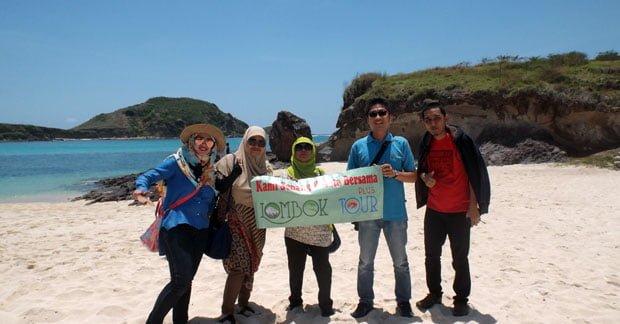 Keindahan Pantai Tanjung Aan Lombok yang Masih Alami