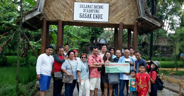 Kunjungan Wisata Bapak Agus & Keluarga di Wisata Sasak Ende
