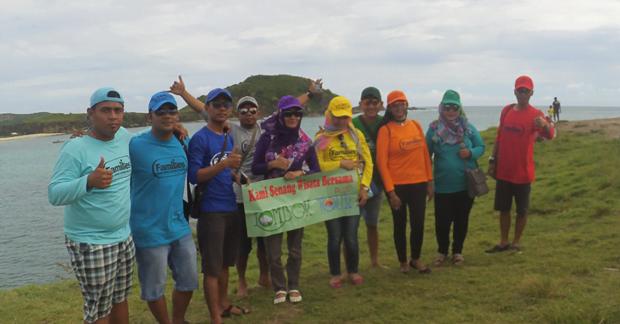 Serunya wisata Bapak Oky & Keluarga di Pantai Tanjung Aan