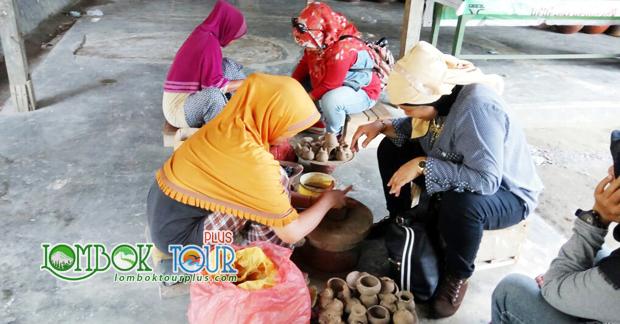 Belajar membuat gerabah khas Lombok di desa Banyumulek