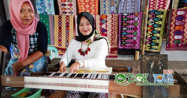 Belajar membuat kain tenun khas Lombok di Desa Sukarare
