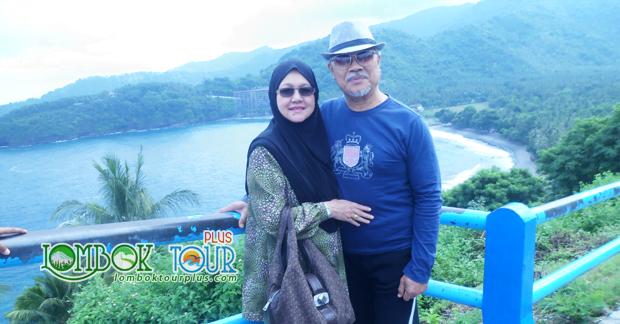 Ibu dan Suami di Wisata Bukit Malimbu