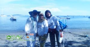 Foto Ibu Yuli dan Sahabat di Pelabuhan Tawun