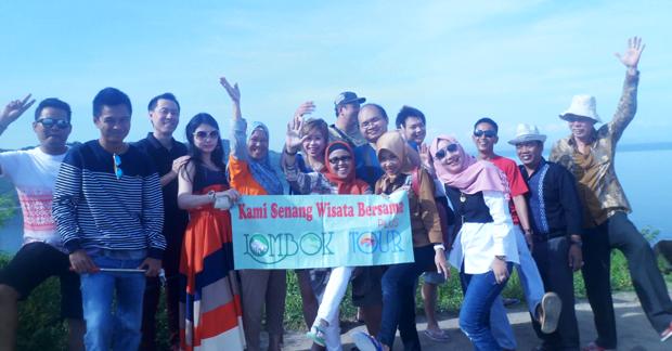 serunya wisata bapak Indra dan Group di bukit malimbu bersama lombok tour plus