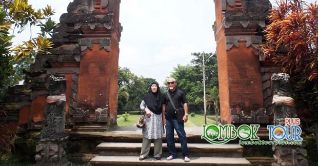 Wisata Pura Lingsar di Lombok