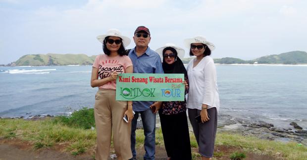 Wisata Ibu Anin Mengunjungi Wisata Pantai Tanjung Aan Lombok