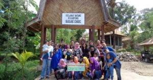 Keceriaan Tamu Wisata di Lombok