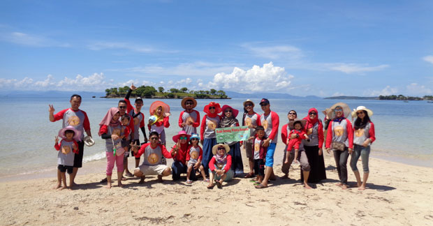 Wisata Ibu Dewi Ekawulan dan Sahabat di pulau pasir Lombok (5)