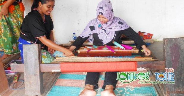 Wisata Ibu Dian Mengunjungi Desa Sukarara Lombok