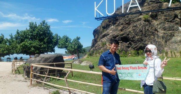 Wisata Ibu SIlvia dan Suami di Pantai Kuta Lombok