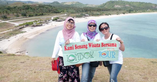 Wisata ibu Ismi dan sahabat di tanjung aan lombok