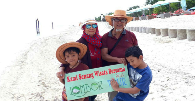 Wisata Ibu Ayu Bambang dan Keluarga di Gili Trawangan Lombok