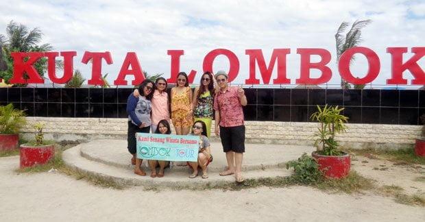Wisata Ibu Leony dan sahabat di pantai kuta lombok