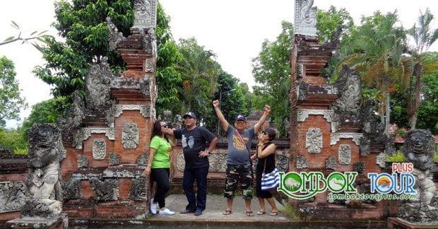 Wisata Pura Lingsar Lombok