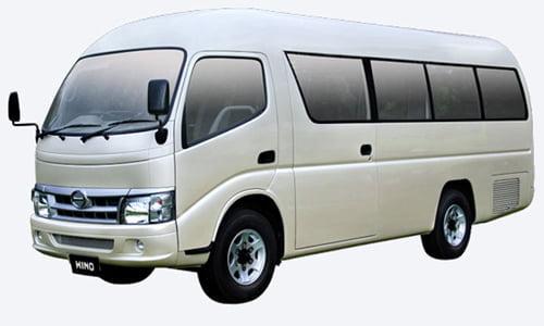 sewa mobil Hino lombok termasuk supir dan bensin