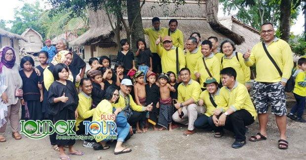 Bapak Hadi & Grup Wisata di desa sade