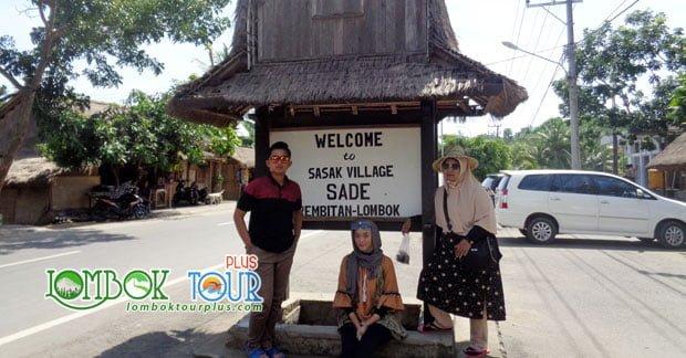 Ibu Dian Dwi Di wisata Desa Sade Lombok