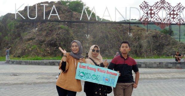Wisata Ibu Dian Dwi di Pantai Kuta Lombok