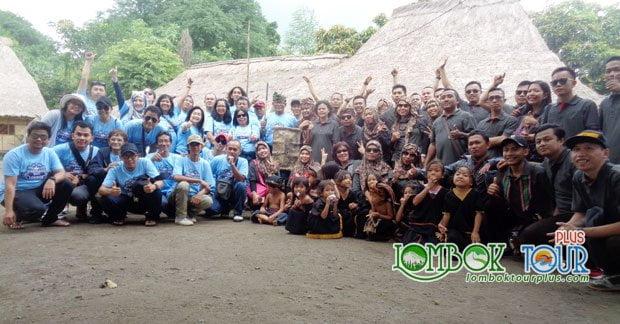 Bapak Joni dan sahabat mengunjungi Desa ende Lombok