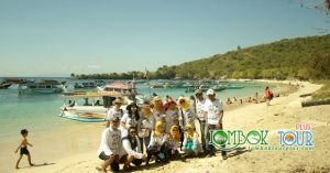 Wisata Ibu Maya di Pantai Pink Lombok