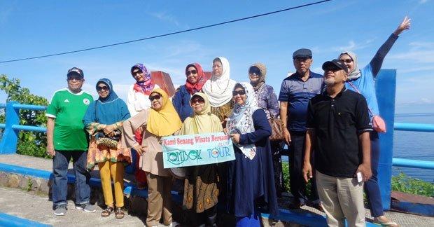 Ibu Oktaviana dan sahabat wisata di Lombok