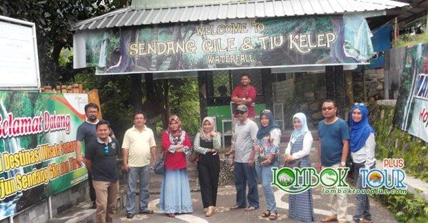 Wisata Bapak Hidayat Bersama Sahabat mengunjungi Air Terjun Lombok