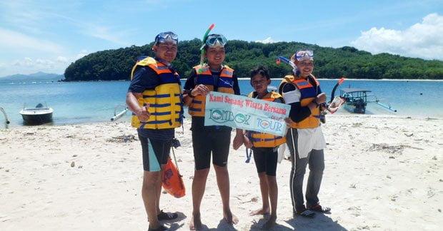 Wisata Bapak Irwan dan keluarga di gili nanggu Lombok