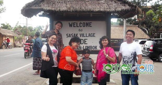 Wisata Bapak Taufik dan Keluarga di Desa Sade Lombok