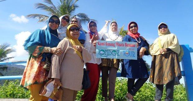 Wisata Ibu Oktaviana dan sahabat di bukit malimbu Lombok